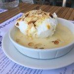 Bonne moules  Profiteroles et île flottante  Gâteau aux pommes au beurre salé