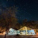 Restaurangen i vårt tältläger. Kati Kati Tented Camp.