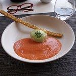 crevettesau gingembre - espuma mozzarella basilic -soupe glacée de tomates