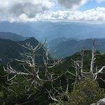 鐘掛岩から勝負塚山・白髭岳方面の眺望