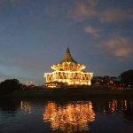 Photo de Kuching Esplanade