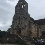 Au bord de la rivière Dordogne se dresse magnifique La Chapelle des pénitents et à côté paisible