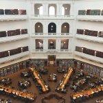 Essa é uma de muitas outras bibliotecas públicas que tem em Melbourne, um lugar maravilhoso para