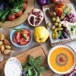 Ассорти солений, бакинские томаты, свежие овощи, довга, мярджи