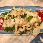 Insalata rucola, grana e gamberetti – Rocket salad with flaked parmesan cheese and shrimps