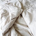 Bettdecke ... Auf dem Foto heller als das Original-Grau