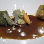 ALLAITON DE L'AVEYRON en cuisson douce panade d'herbes et thé matcha Pithiviers de ris truffé Sa