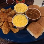 Homestyle potato chips, mac & cheese, baked beans and rolls