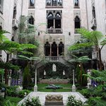 Der Innenhof ist selbst ein Kunstwerk: Er ist erbaut im Stil eines venezianischen Palastes.