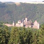 Kasteel Bourscheid, het oudste kasteel van Luxemburg, is maar twee km vanaf het hotel.