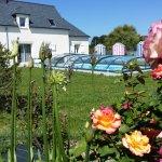 Piscine chauffée avec jardin, maison d'hôtes Breizhenson