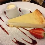 NEW YORK CHEESE CAKE WITH CREAM