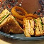 Club sandwich with onion rings
