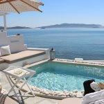 Le spa piscine de l'hôtel disponible pour toutes les chambres.