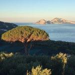 Lever de soleil sur Capri depuis la plus belle chambre, avec terrasse, la chambre Capri.