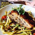 Von unserer Lunchkarte: Wachsbohnensalat mit Pfifferlingen,Tomaten und Schweinebauch