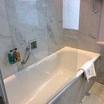 Photo de Radisson Blu Edwardian Kenilworth Hotel