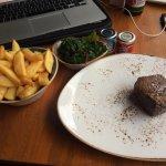 Filetsteak mit Mangold/ Blattspinat und belgischen Pommes