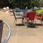 Bon plat du jour et belle vue piscine