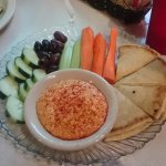 Veggies, pitta and hummus