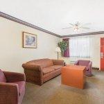 Foto Days Inn & Suites Marshall