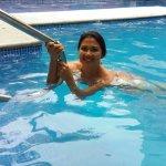 la piscina del hotel como pueden notar impecable tanto el agua como sus alrrededores, lindo luga
