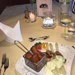 Schweinemedaillons mit Sauce Bernaise dazu weißer Spargel