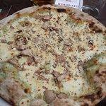pizza del ducato con impasto all'ortica