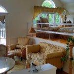 James Monroe - Queen Suite Living Area