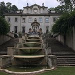 The front of Swan House Mansion