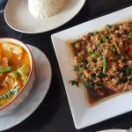 Red curry and minced meat with basil
