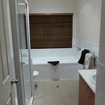 The bathroom with spa in the Redgum chalet
