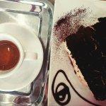 Fantasztikus kávé és tiramisù a kávézóban