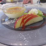 Crème brûlée et salade de fruits