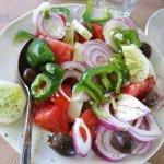 Salade grecque (feta enlevée avant la photo...)