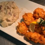 Fried oysters with mashed red potatoes