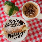 gelato,cannoli, caffe mocha