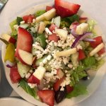 Salad with strawberries and crispy apples