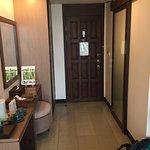 Photo of Maninarakorn Hotel