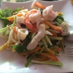 タイ風ピリカラシーフードサラダ
