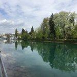 Kanalen mellan Thun och slottet
