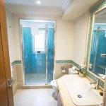 Apartment J54 - second bathroom.