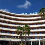 Hoteleingang und Hauptgebäude