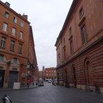 Vers la Place du Capitole en venant du Donjon