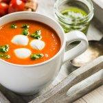 Tomato soup with Mini-Mozarella and Pesto