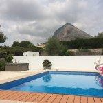 vue de la piscine sur le Montgo
