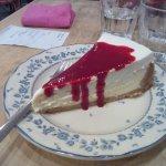 Cheesecake fleur d'oranger et coulis de framboises