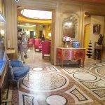 Foto de Hotel Cecilia Arc De Triomphe