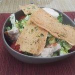 Ceasar Salad mit Hähnchen und Brotchips