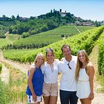 Family photo op in the vineyard